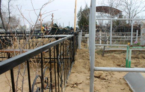 Жители Актау просят навести порядок на городском кладбище