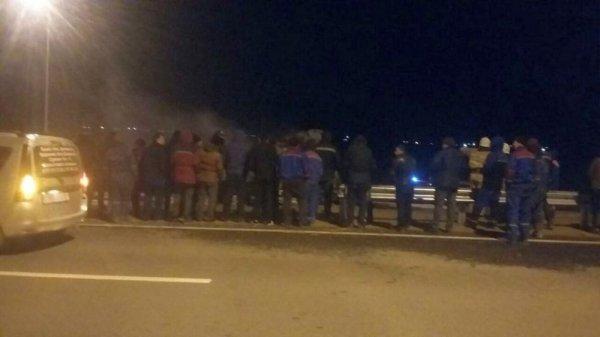 На трассе Актау-Жетыбай в результате столкновения и возгорания двух автомобилей погиб мужчина
