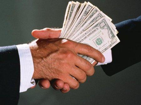 Общую сумму взяток в мире озвучила ООН