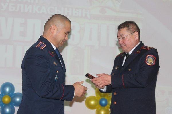 В Актау наградили отличившихся полицейских