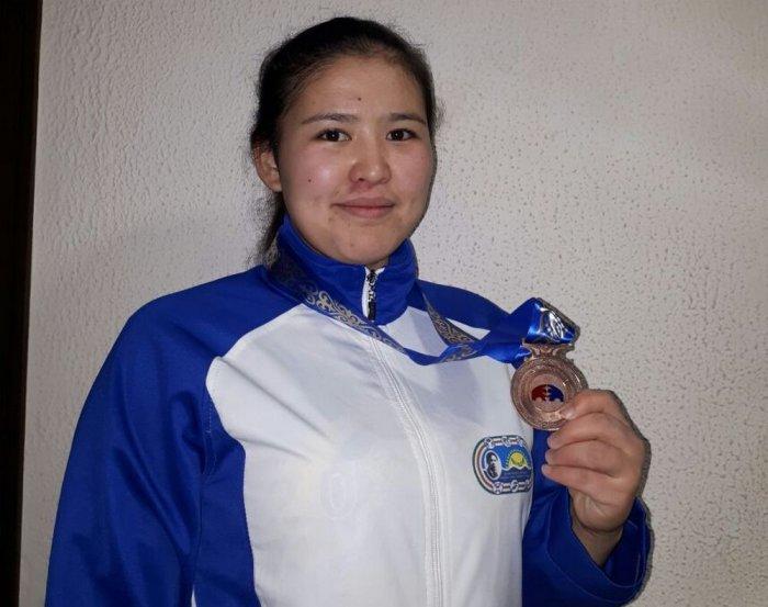 Спортсменки из Актау завоевали восемь медалей на турнире по вольной борьбе в России