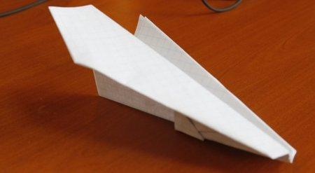 Школьника судили за игры с бумажным самолетиком в Темиртау