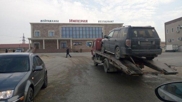 В Актау кроссовер столкнулся с пассажирским автобусом