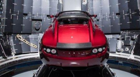 Илон Маск показал автомобиль, который запустят к Марсу