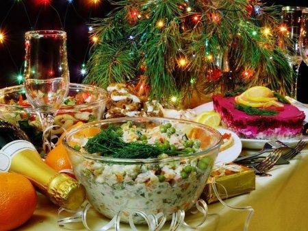 Названы наиболее опасные блюда новогоднего стола
