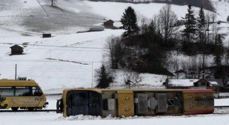 Порыв ветра снес поезд в Швейцарии, пострадали 8 человек