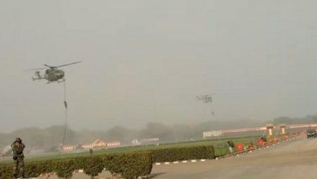 Во время репетиции парада трое индийских военных упали с вертолета