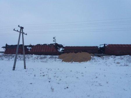 5 грузовых вагонов сошли с рельсов в Атырауской области