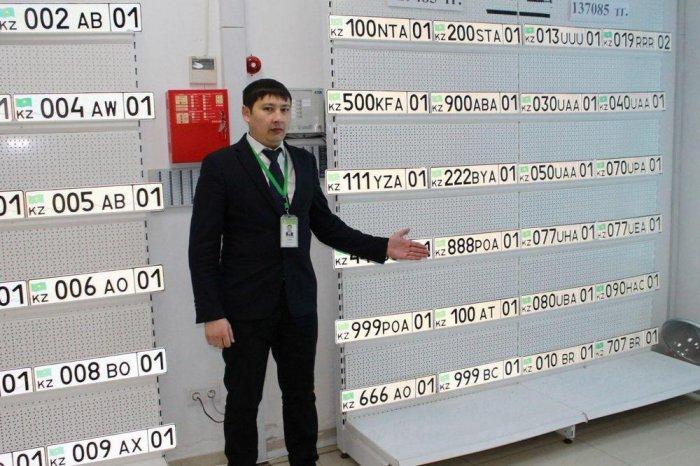У мангистауских автовладельцев появилась возможность выбрать комбинацию букв и цифр для госномера