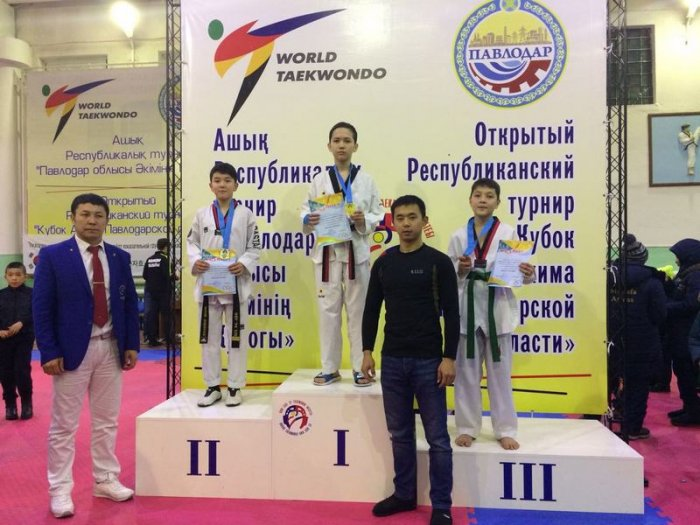Актауские таеквондисты привезли три золотые медали с открытого турнира РК