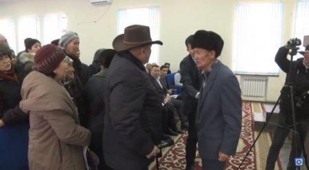 """Жители Шымкента на встрече с чиновниками устроили """"бои без правил"""""""