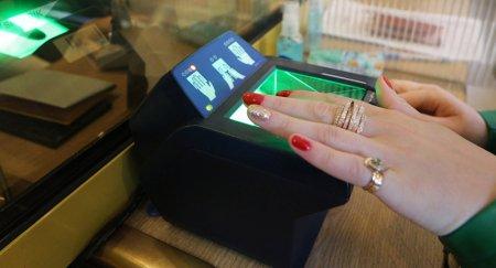 Кого, когда и как обяжут сдавать отпечатки пальцев в Казахстане