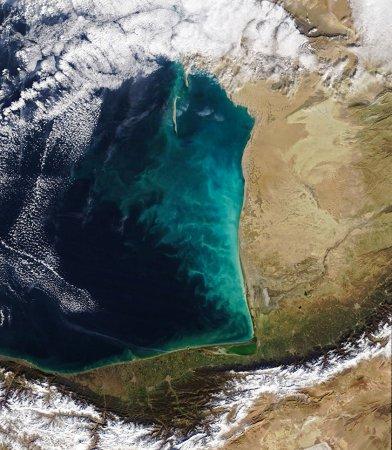 """NASA показало """"молочные вихри"""" в Каспийском море"""