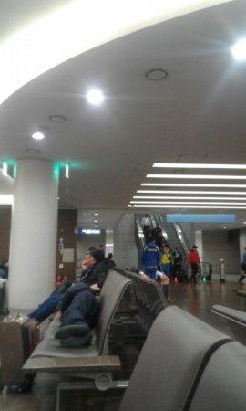 Приехали посмотреть Олимпиаду: казахстанцы попали в подвал аэропорта Сеула