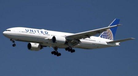 Пассажиры сняли на видео, как развалился двигатель Boeing