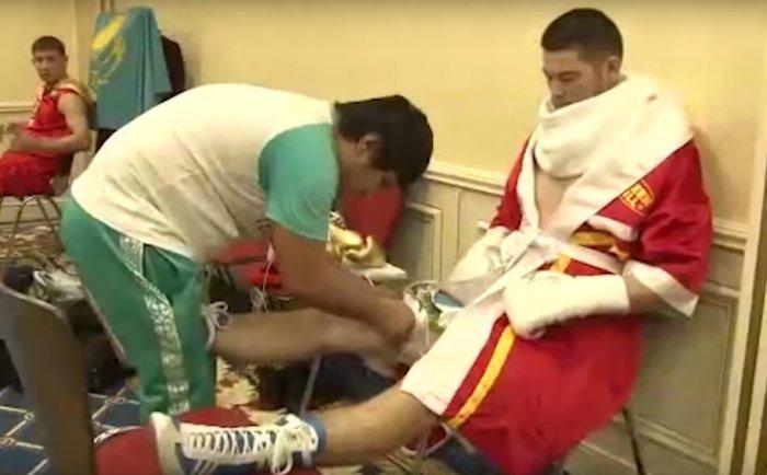 Боксер из Жанаозена Уалихан Бесинкулов одержал победу нокаутом в первом профессиональном бою в Москве