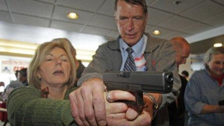 Трамп заявил, что предлагал раздать оружие только подготовленным учителям
