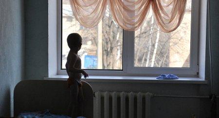 Игра на чувствах: кто вымогает деньги у усыновителей в Казахстане