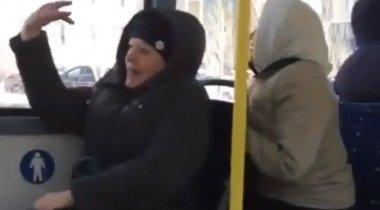 "В Астане бабушки спели ""Камажай"" в автобусе"