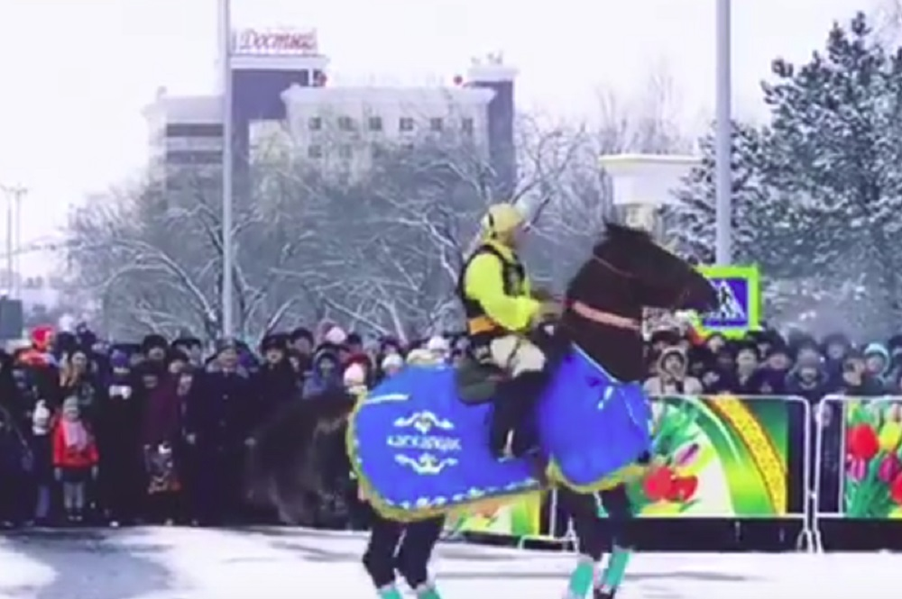 Видео с танцующей қара жорға лошадью взорвало Казнет