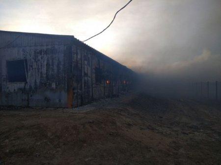 Четыре человека погибли при пожаре в общежитии на Карабатане - КЧС