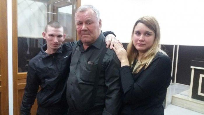 В Актау обвиненного в убийстве матери Дмитрия Крутихина оправдали через пять лет и освободили в зале суда