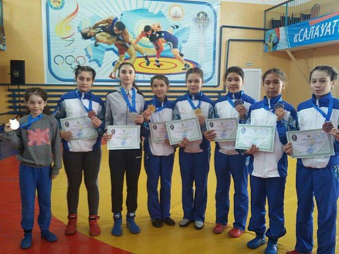 Спортсменки из Актау завоевали два «золота» на турнире по вольной борьбе в Актобе