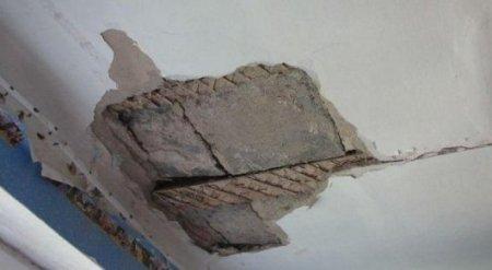 На учеников 3 класса обвалился потолок: трое детей пострадали в Карагандинской области