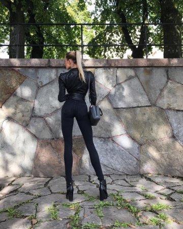 Девушка со сверхдлинными ногами покорила Сеть