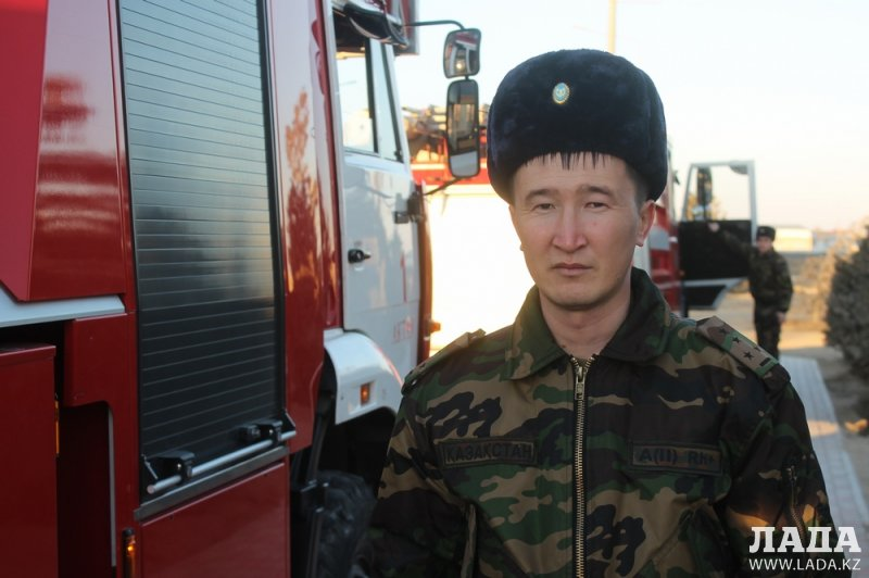 Пожарные и полицейские проверили готовность водителей Актау уступать дорогу специальному транспорту