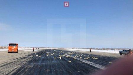 Золотые слитки высыпались с борта взлетающего самолета