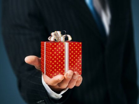 iPhone 6S, iMac и ручки Montblanc: самые дорогие подарки для госслужащих в РК