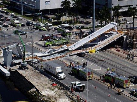Душераздирающим назвал президент США обрушение моста в Майами