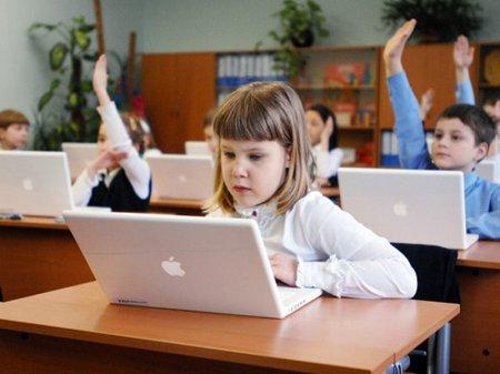 Казахстанские школьники начнут изучать информатику с 3 класса