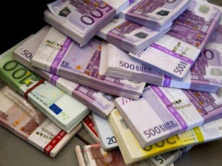 56 тысяч евро украли из направлявшегося в Казахстан груза в аэропорту Москвы