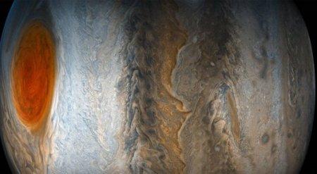 "NASA показало ""привидение"" на Юпитере"