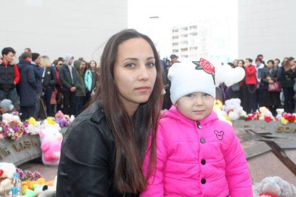 #Кемеровомыстобой: Жители Актау возложили цветы и детские игрушки в память о погибших в Кемерове