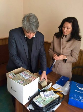 """""""Ни слова упрека"""". Казахстанцы помогли семьям погибших в автобусе узбекистанцев"""