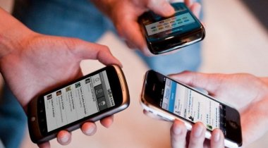 Казахстанцам нужно зарегистрировать мобильные телефоны, иначе отключат связь