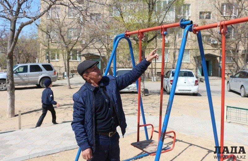 Родителям на заметку: Городской акимат может профинансировать ремонт только одной детской площадки в Актау