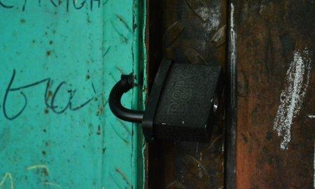 В Актау жители многоэтажки просят их спасти
