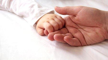В Финляндии мужчина впервые родил ребенка