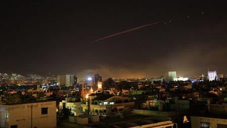 Очевидцы сняли на видео отражение сирийскими ПВО ракетной атаки