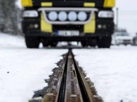 Первая в мире дорога для подзарядки электромобилей на ходу открылась в Швеции