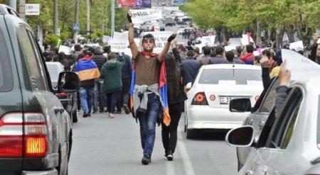 """""""Бархатная"""" революция в Армении: оппозиция парализовала дороги"""