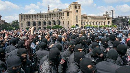 В Ереване оппозиция возобновила акции протеста