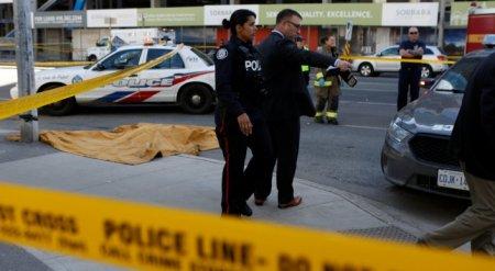 Микроавтобус протаранил толпу в Торонто: погибли 9 человек