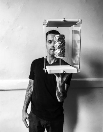Американец создает из жестяных банок произведения искусства стоимостью тысячи долларов