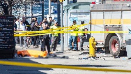 Казахстанцы рассказали о теракте в Торонто: Перекрыли дороги, закрыли метро