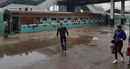 """Вагон страха: пассажиры жалуются на """"аварийное состояние"""" вагона"""